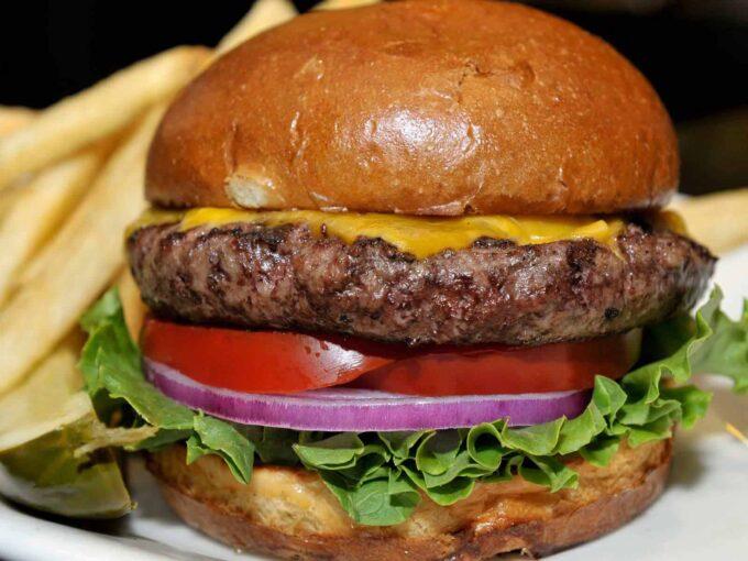 Black-Angus-Burger-Restaurant-Mediterana-Radauti